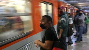 Medidas sanitarias para viajar en Metro en la Ciudad de México.