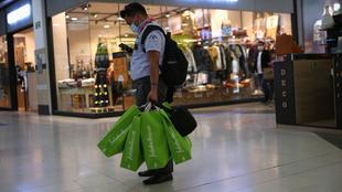 Tiendas departamentales y plazas comerciales en México abrirán el 8...