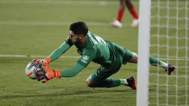 Rui Silva realiza una parada frente al Leganés.