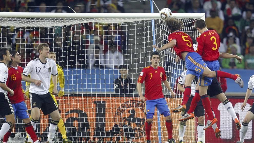 Gol de cabeza de Puyol en la semifinal del Mundial 2010 ante Alemania