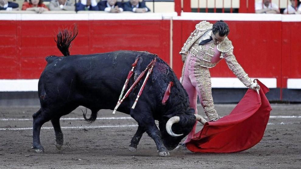 El torero Iván Fandiño, durante una faena en la Plaza de Vista...