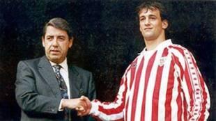 Joseba Etxeberria y José María Arrate en la presentación del...