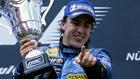 Alonso celebra un triunfo con Renault.