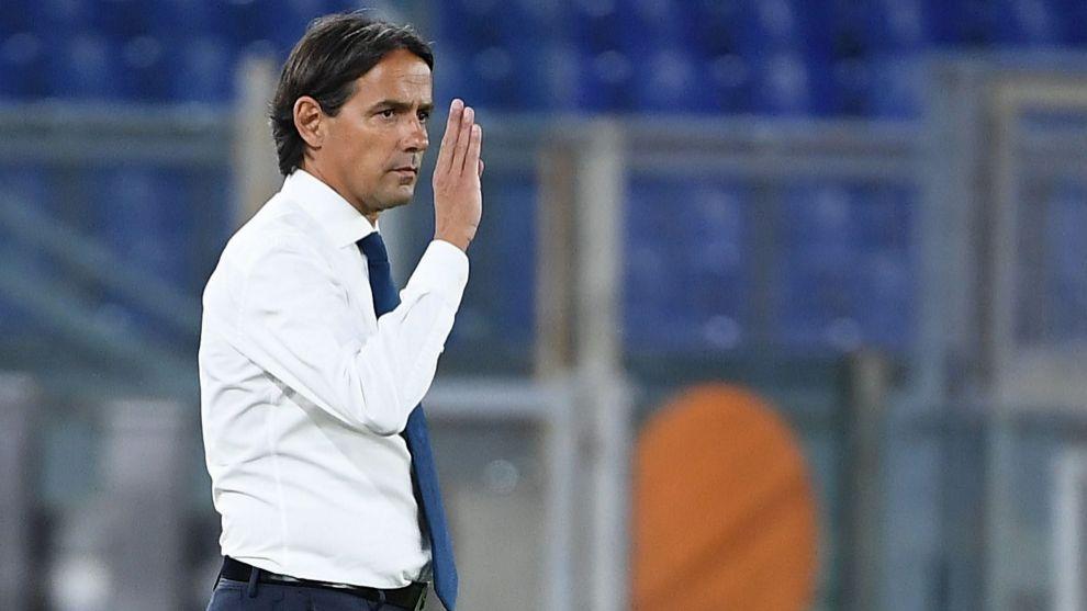 Antes da parada, a Lazio vinha fazendo um futebol muito competitivo, ao ponto de ameaçar a hegemonia da Juventus. Porém, de acordo com Simone Inzaghi, as lesões no retorno do Calcio prejudicaram o nível de jogo da equipe  Foto: Agência France Press