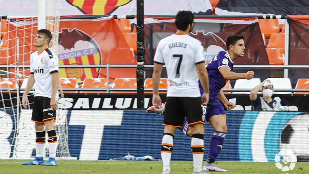 Víctor García celebra el gol que anotó en Mestalla.