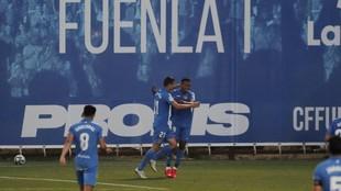 Oriol Riera celebra el gol que marcó al Racing junto a su compañero...