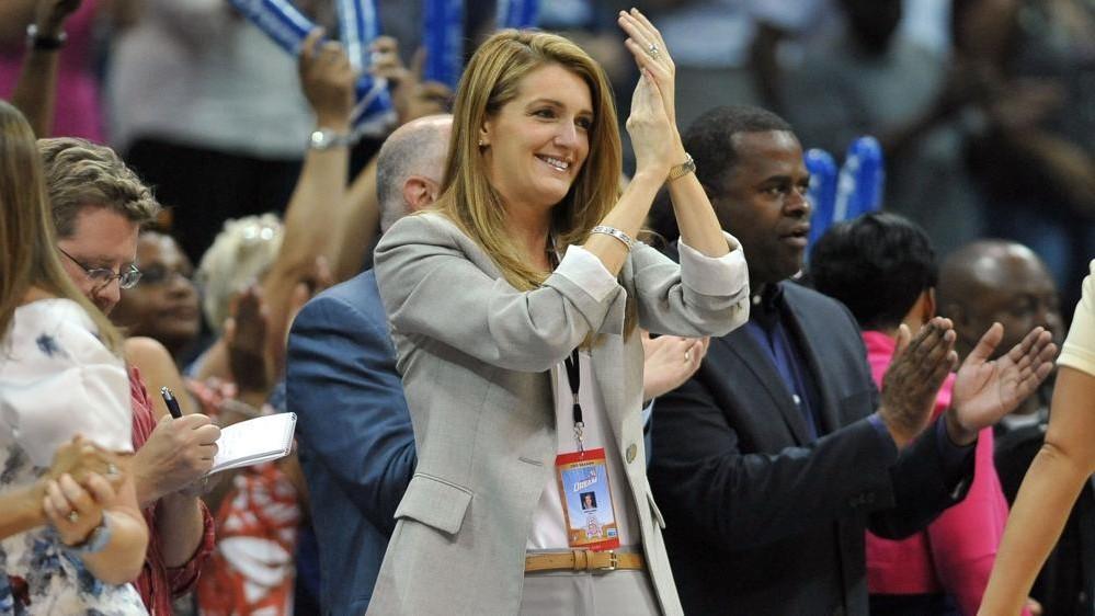 Estrellas de la WNBA piden que echen a una propietaria que criticó medidas antirracistas