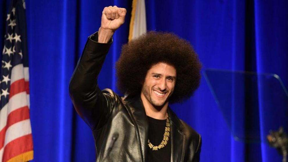 El ex quarterback de la NFL, Colin Kaepernick, activista de la lucha...