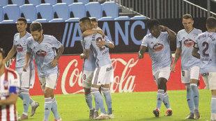 Los jugadores del Celta, celebrando el gol del empate en Vigo.