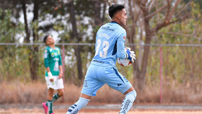 ¡Insólito! El tercer portero del Mazatlán FC ingresa como delantero ante el Atlas
