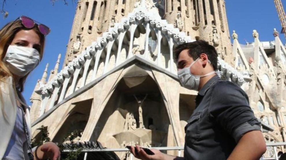 Cataluña obliga a sus ciudadanos a usar mascarilla en la calle aunque...