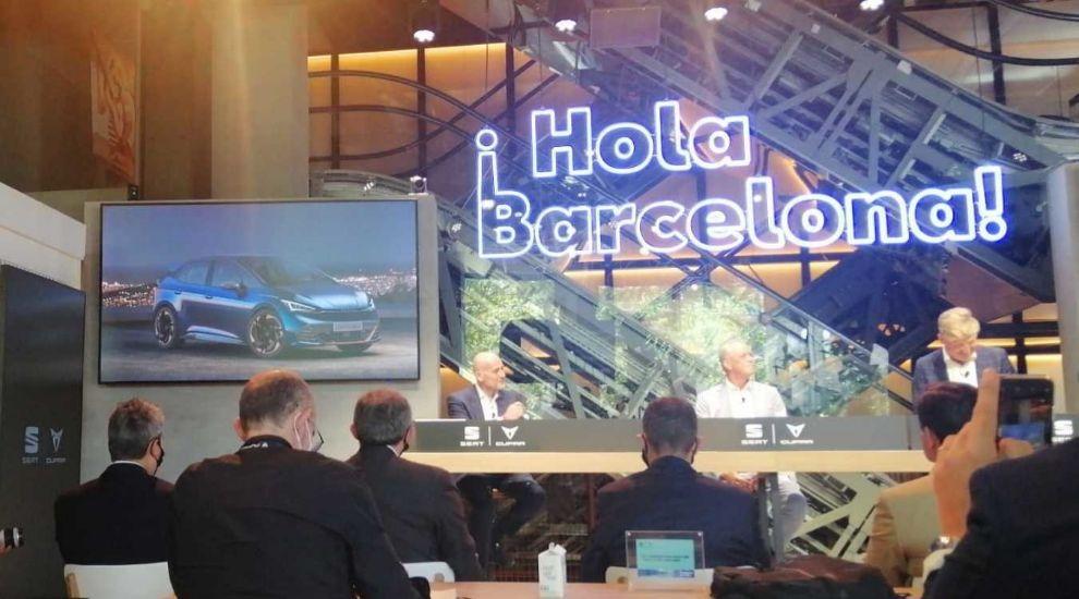 Un momento de la presentación, con el Cupra el-Born en pantalla.