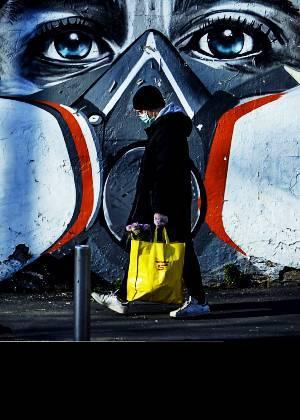 Cataluña obliga a usar mascarilla en espacios públicos
