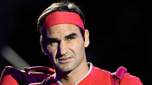 Federer saliendo a una pista