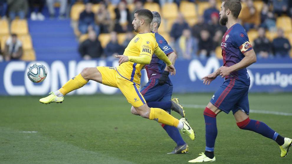 El Huesca no falla y obliga al Zaragoza