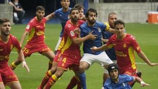 Alex Suárez pelea con el azulón Arribas antes de que se lance un...