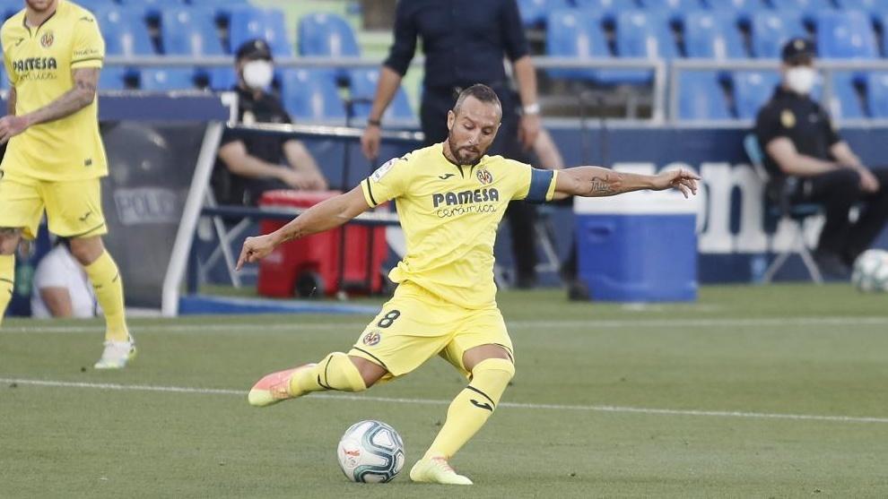 Cazorla ejecuta el primer penalti contra el Getafe.