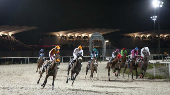 Una carrera nocturna en el Hipódromo de la Zarzuela la temporada...