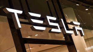 Tesla avanza hacia la conducción autónoma plena.