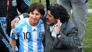 Maradona habla a Messi durante el Mundial de Sudáfrica 2010.