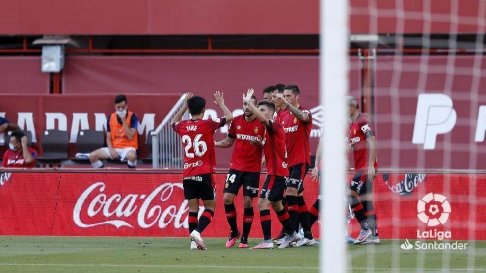 Los jugadores del Mallorca celebran el 1-0 ante el Levante.