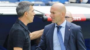 Muñiz y Zidane, durante un partido en el Santiago Bernabéu