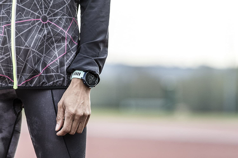 Un 'smartwatch' de Garmin, un cinturón de natación, una silla 'gaming', una mochila de Under Armour, una máquina de remo y otros chollos de Amazon