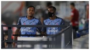 Militao y Rodrygo, como suplentes en un partido del Real Madrid.