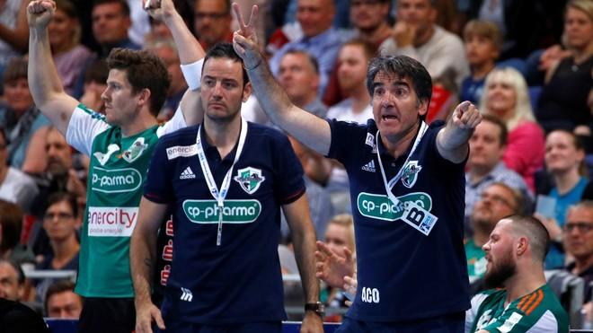 Antonio Carlos Ortega e Iker Romero, en un partido de la Bundesliga.