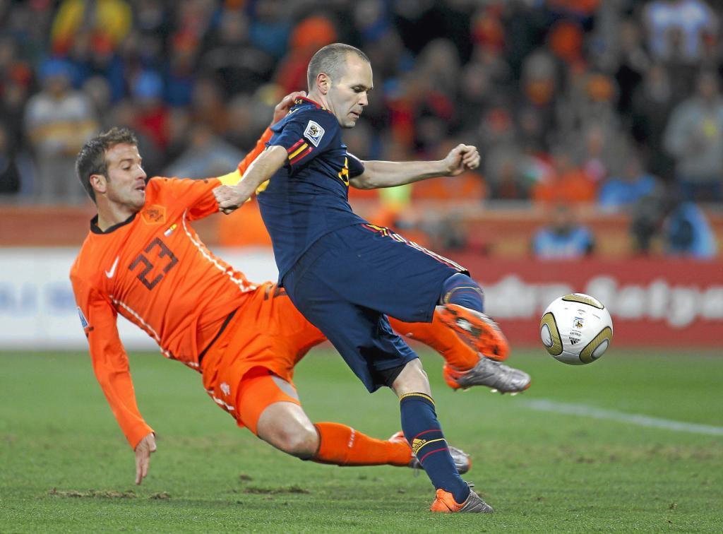 Andrés Iniesta marcando el gol de la victoria frente a Holanda.