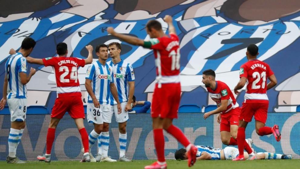 Los jugadores del Granada celebran un gol en el Reale Arena.