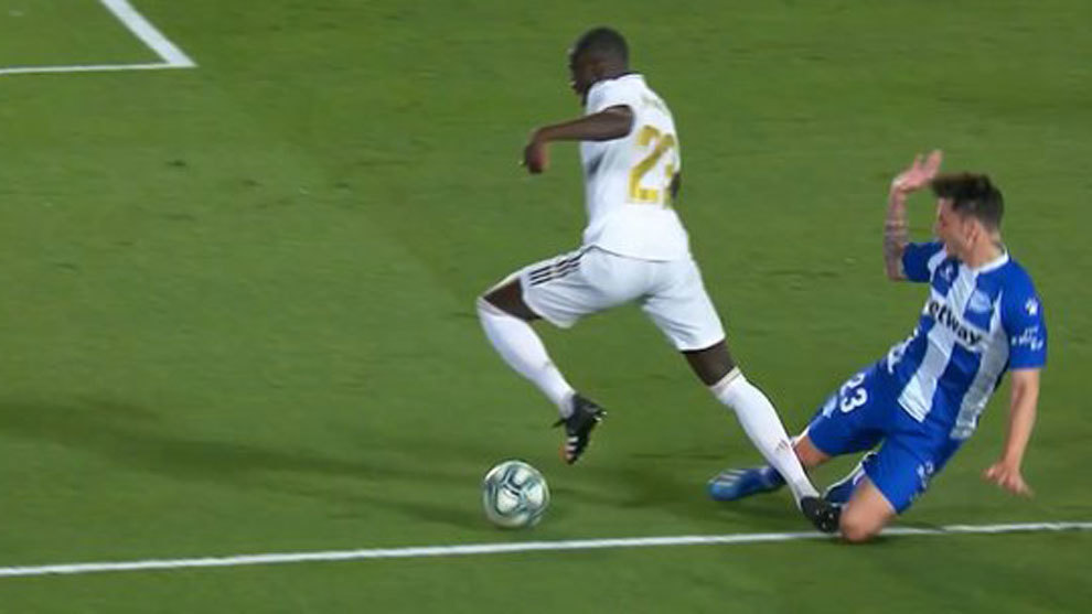Andujar Oliver: It was a clear and naive penalty committed by Navarro on Mendy