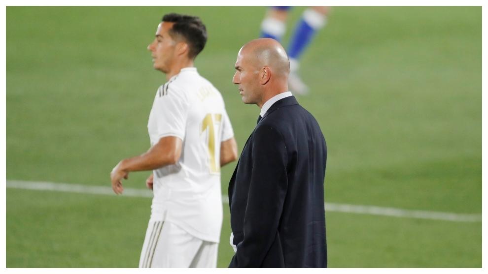 Lucas Vázquez y Zidane, durante el partido con el Alavés.