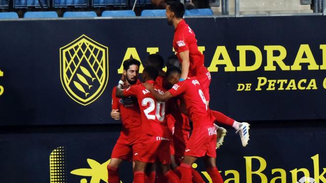 Los jugadores del Fuenlabrada celebran el gol de Fraile.
