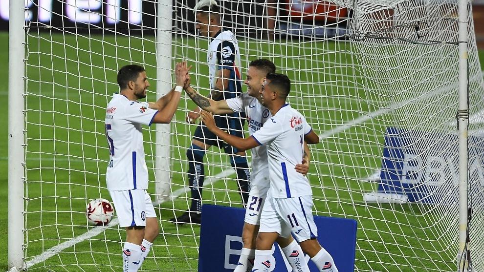 Cruz Azul acaba con el América en 10 minutos y se queda con el liderato del grupo