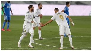 Sergio Ramos y Bezema, tras el gol de penalti del capitán al Getafe.
