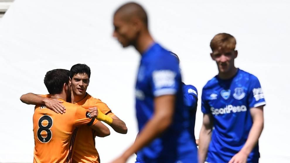 Así celebró Raúl Jiménez su gol con los Wolves ante el Everton.