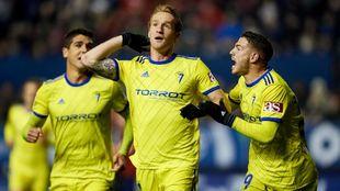 Álex Fernández celebra un gol con la camiseta del Cádiz