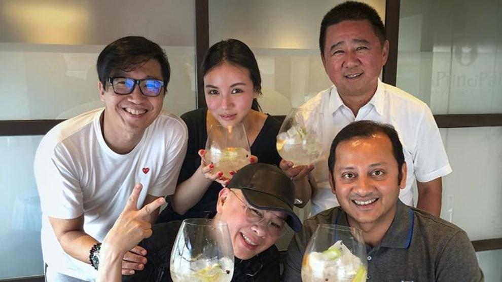 Anil Murthy y Kim Koh con la hija de Peter Lim y u nos amigos en...