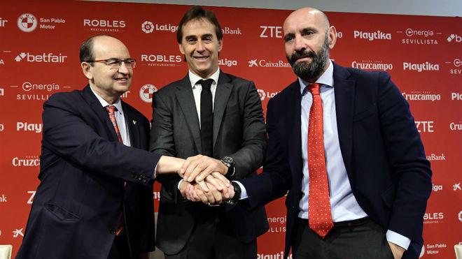 Presidente y director deportivo, junto a Lopetegui en su...