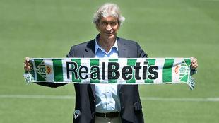 El técnico chileno ha sido presentado hoy en el Benito Villamarín