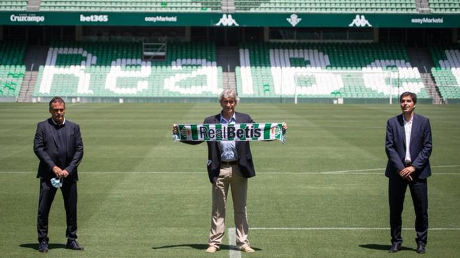Así posó Manuel Pellegrini con los colores del Real Betis en su...