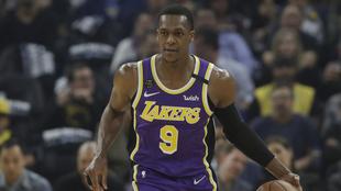 Rajon Rondo en un duelo con los Lakers.