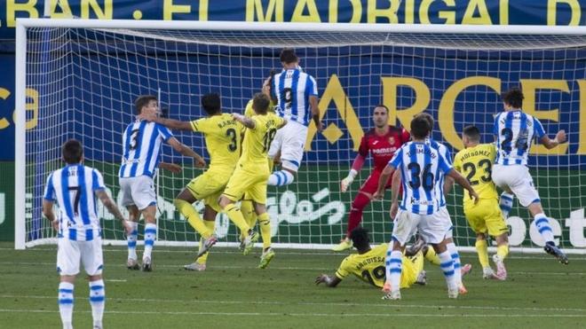 William José remata a gol.