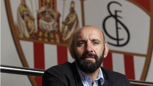 Monchi posa para MARCA en el Sánchez-Pizjuán.