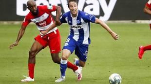 Tomás Pina, durante un partido con el Alavés