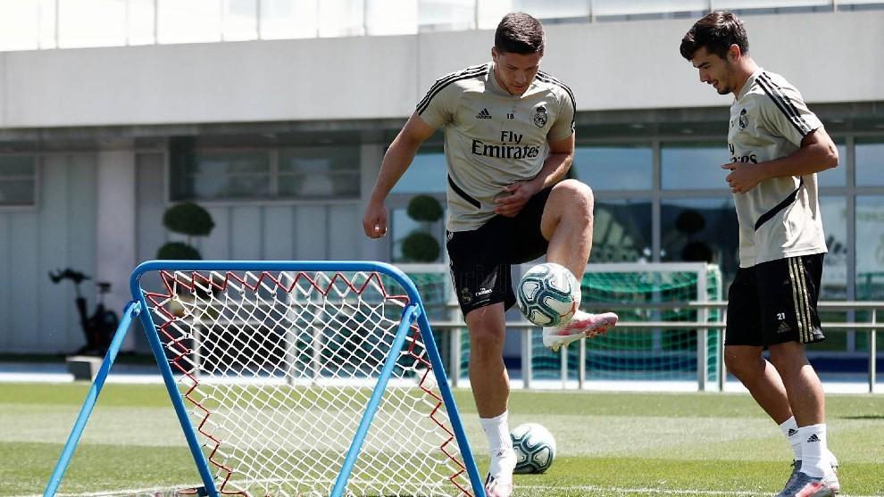 Jovic, en el entrenamiento de esta mañana en Valdebebas.
