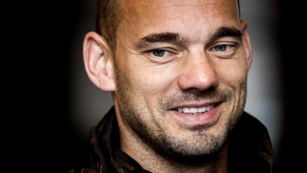 Sneijder se plantea volver al fútbol un año después de retirarse