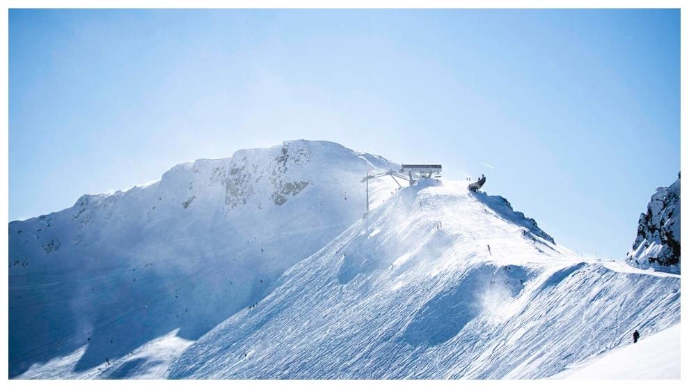Montañas nevadas en Squaw Valley