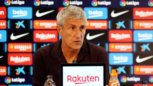 Quique Setién en conferencia de prensa con el Barcelona.